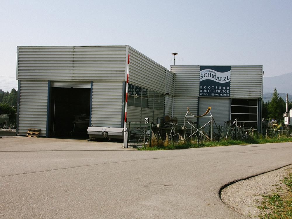 1995: Errichtung der Lagerhallen in Lind ob Velden