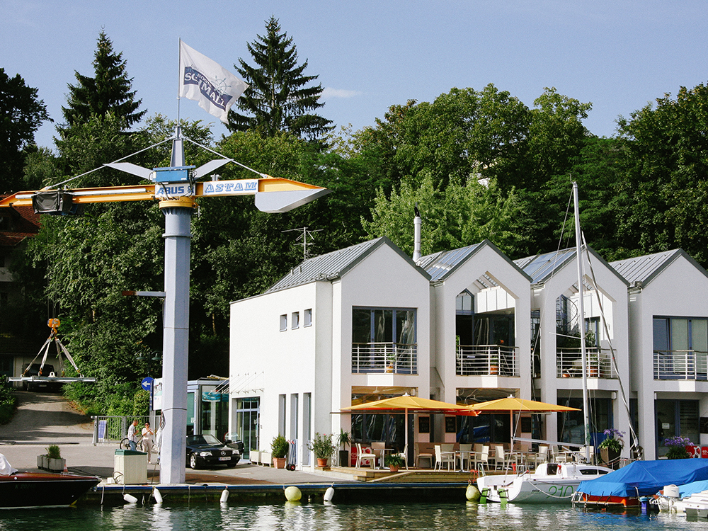 2000: Errichtung des Bürogebäudes in Velden